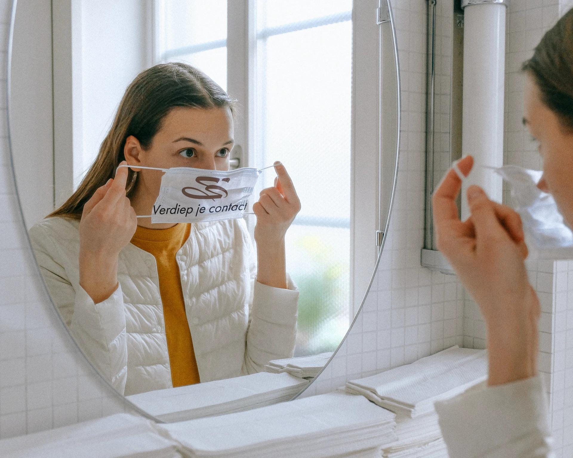 spiegel contact met mondkapje