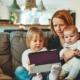 moeder lees kinderen voor
